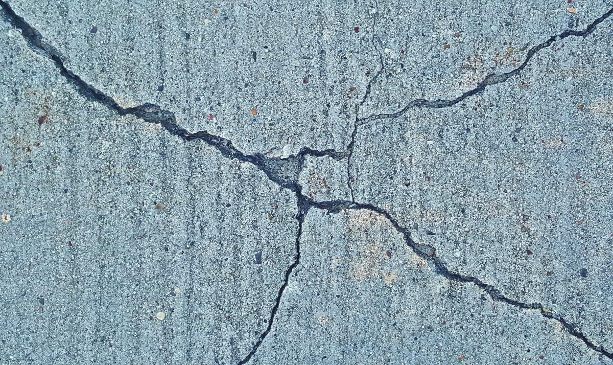 Photo of Dangers of Cracks in Walls