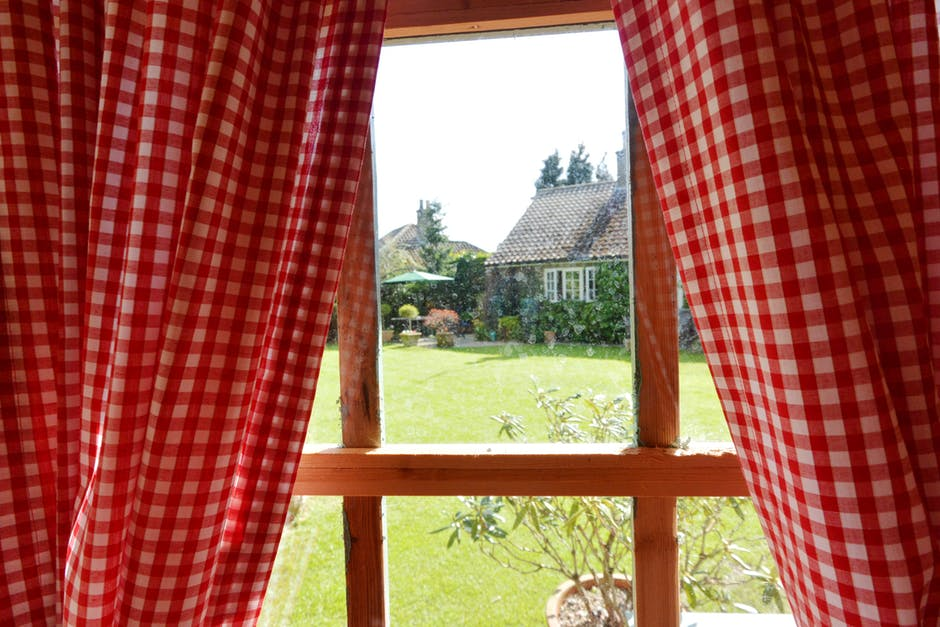 Window Treatments for Colonial-Style Homes